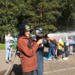 30 лет МЧС России: осинниковских школьников познакомили с профессией пожарного-спасателя